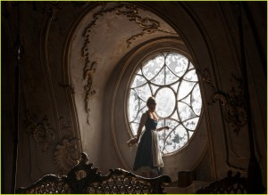 new-beauty-and-the-beast-movie-images-emma-watson-07