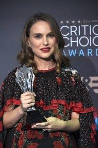 natalie-portman-critics-choice-awards-2016-red-carpet-fashion-alexander-mcqueen-tom-lorenzo-site-3